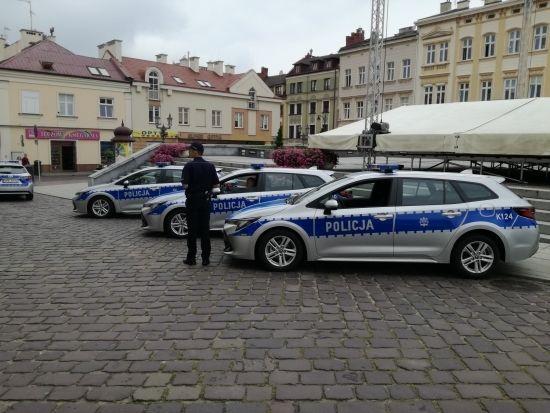 Komenda Miejska Policji w Rzeszowie ma cztery nowe hybrydy [FOTO] - Aktualności Rzeszów - zdj. 7